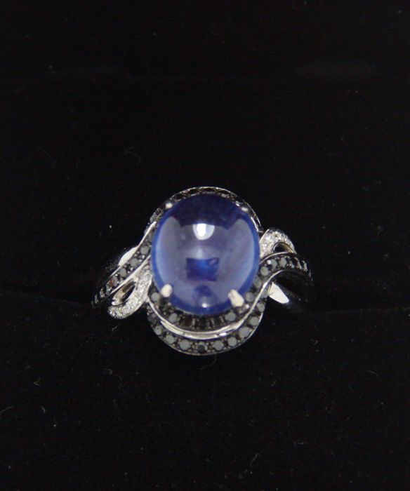 6 7 carat sapphire ring surrounded with white and