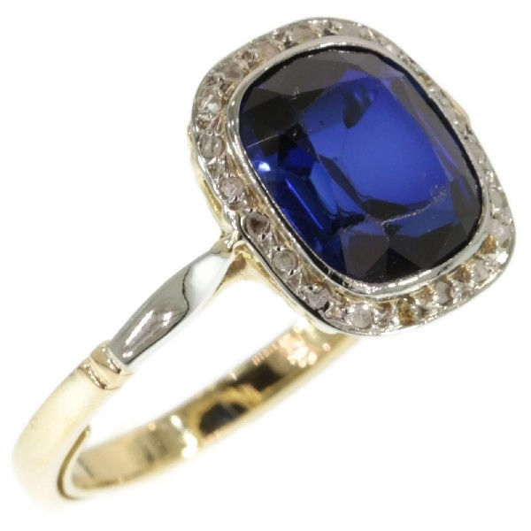 Gold art decor ring with cornflower blue sapphire of for 5 golden rings decorations