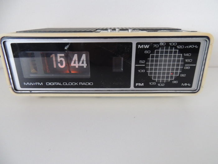 Roberts Weird Flip Clock Radio Catawiki