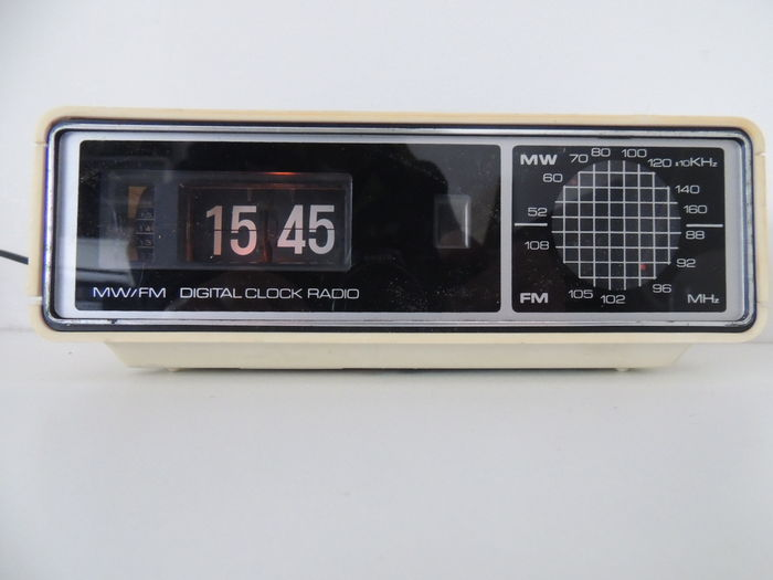 roberts rare flip clock radio. Black Bedroom Furniture Sets. Home Design Ideas