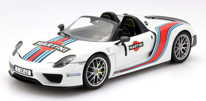 minichamps scale 1 18 porsche 918 spyder weissach package 2013 martini limited edition. Black Bedroom Furniture Sets. Home Design Ideas