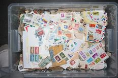 World - Batch of kiloware with 6.5 kg of stamps on cover fragments