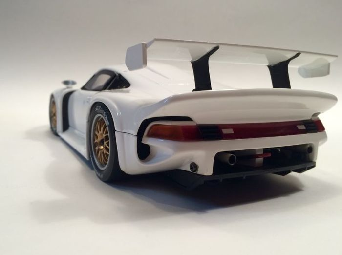 ut models scale 1 18 porsche 911 gt1 street version white catawiki. Black Bedroom Furniture Sets. Home Design Ideas