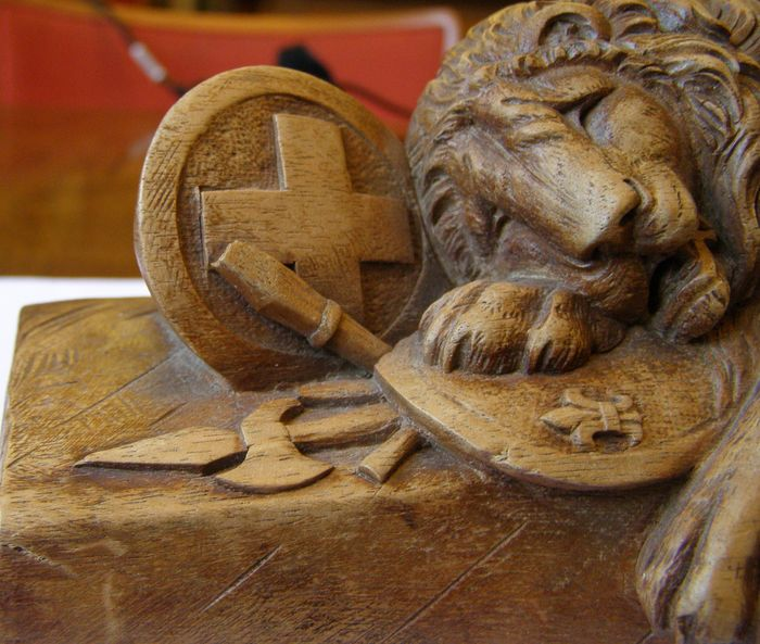 Beech wood carving quot the dying lion of lucerne