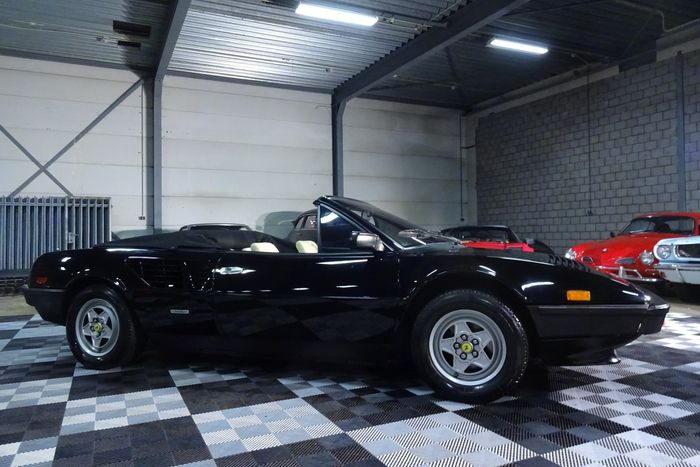 ferrari mondial t quatrovalvole 3 4 v8 300 ferrari. Black Bedroom Furniture Sets. Home Design Ideas