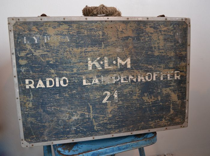 klm case Klm (radio) ah roger, sir, we are cleared to the papa beacon flight level nine zero, right turn out zero four zero until intercepting the three two five.