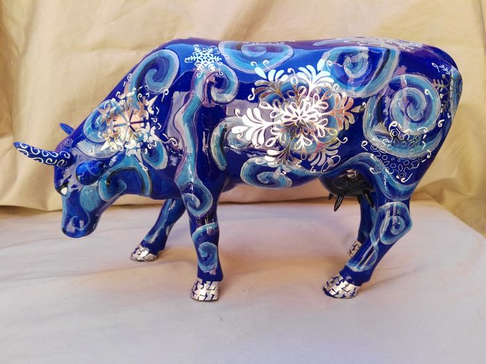 Dominica glass cowparade wisconsin winter cow for Decoratie koe