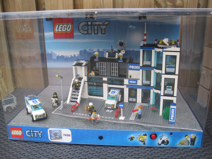 City display case 7498 police station catawiki for Case lego city