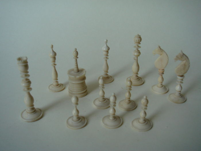 Chess pieces of bone or ivory appr 1800 catawiki - Stukken outs ...
