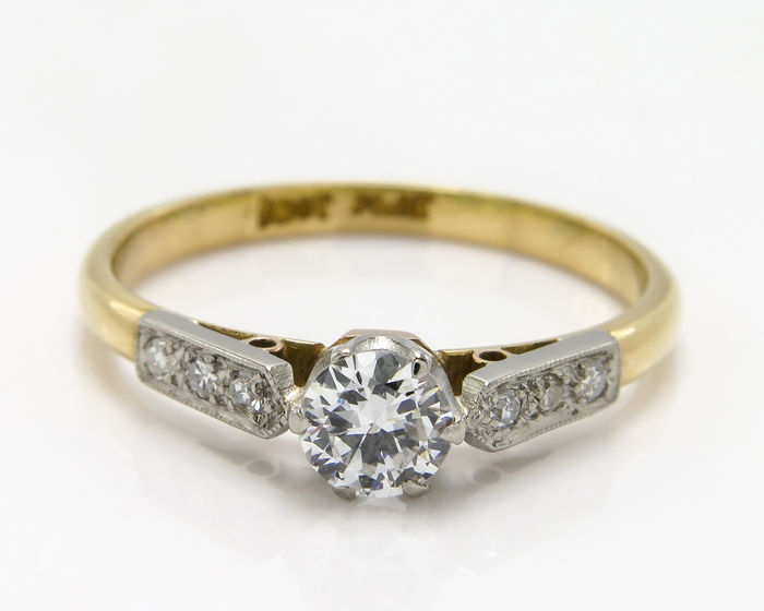 gold and platinum ring with a total of 0 34 ct