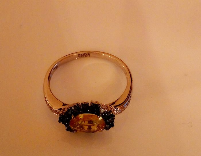 ring yellow sapphire surrounded by sapphires and diamonds