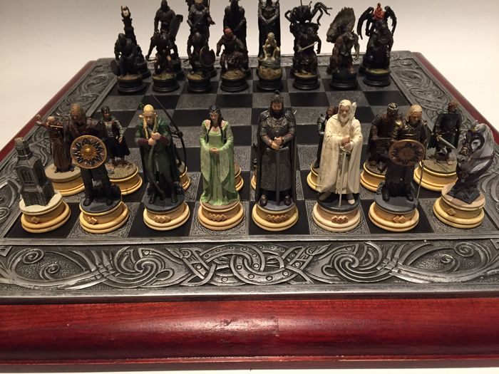 Lord Of The Rings Chess Set With Lead Pieces And Medieval
