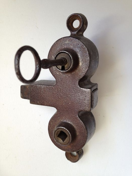 Antique shop door lock with key appr 1 kg france for 18th key of the door