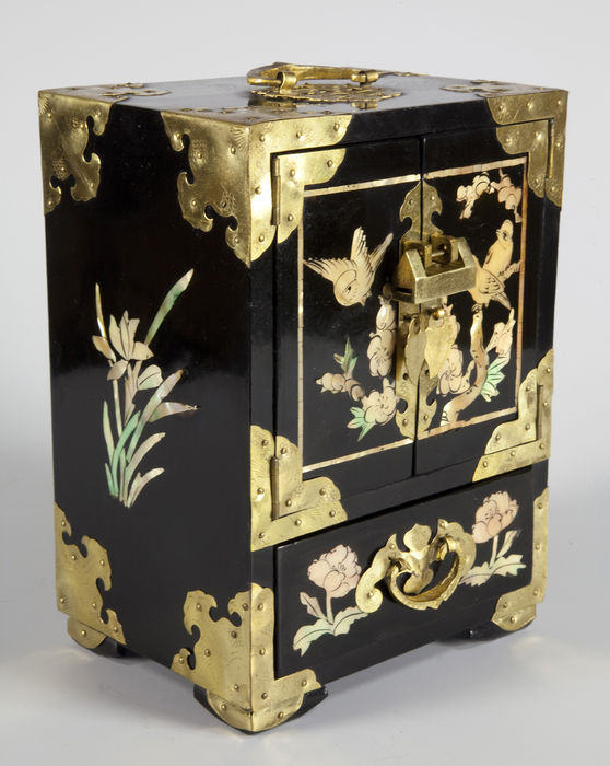 Cabinet jewelry in lacquered wood with inlaid mother of pearl china middl - Psyche armoire a bijoux ...