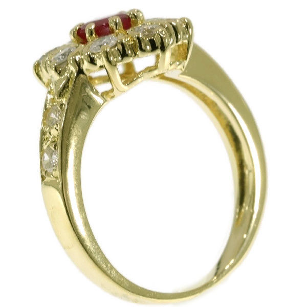 Gold flower shaped engagement ring with brilliant cut diamond and ruby – 1980