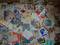 World - Batch of over 10 000 stamps in box