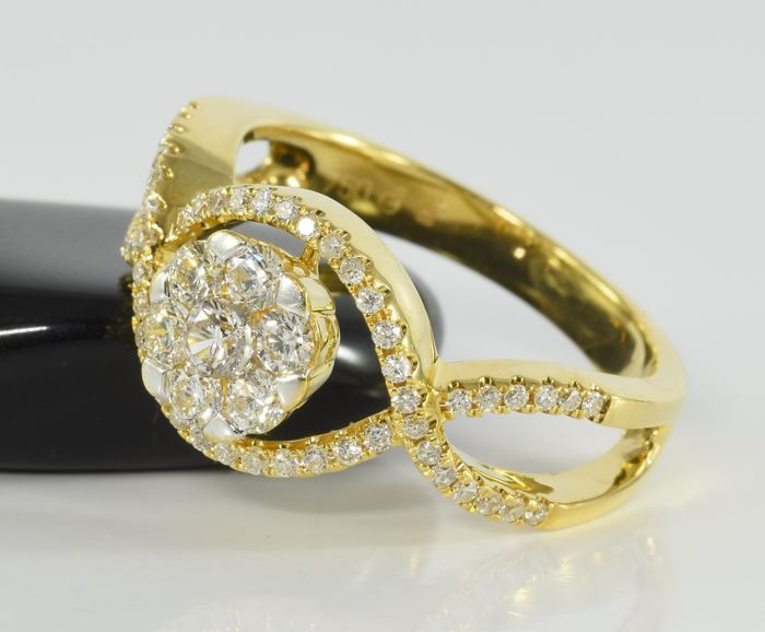 18 kt gold ring with 0 65 ct diamonds no reserve price