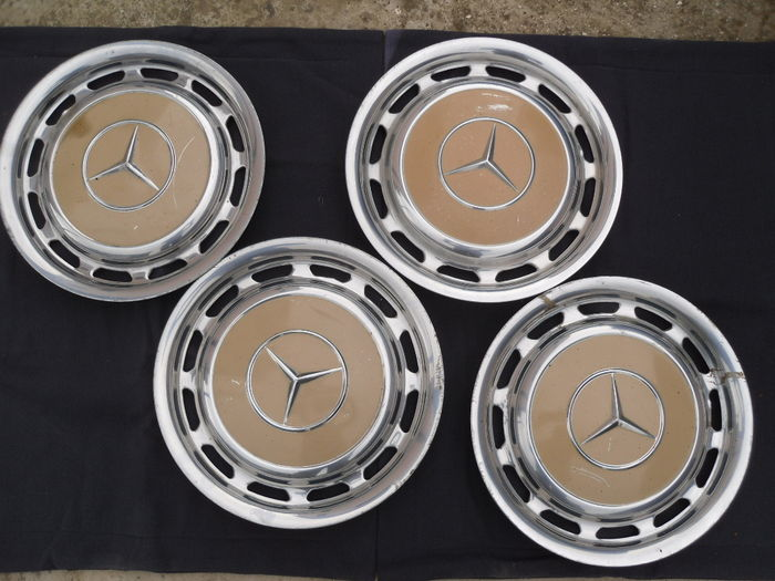 Mercedes benz hubcaps 1970 39 s studs for mercedes year 70 for Mercedes benz hubcaps