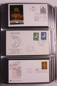 Europa stamps - Collection of approx. 545 FDCs CEPT in 3 Davo albums