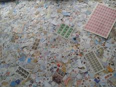 World - Lot of ± 32000 stamps, mainly on paper, sheets and sheetlets