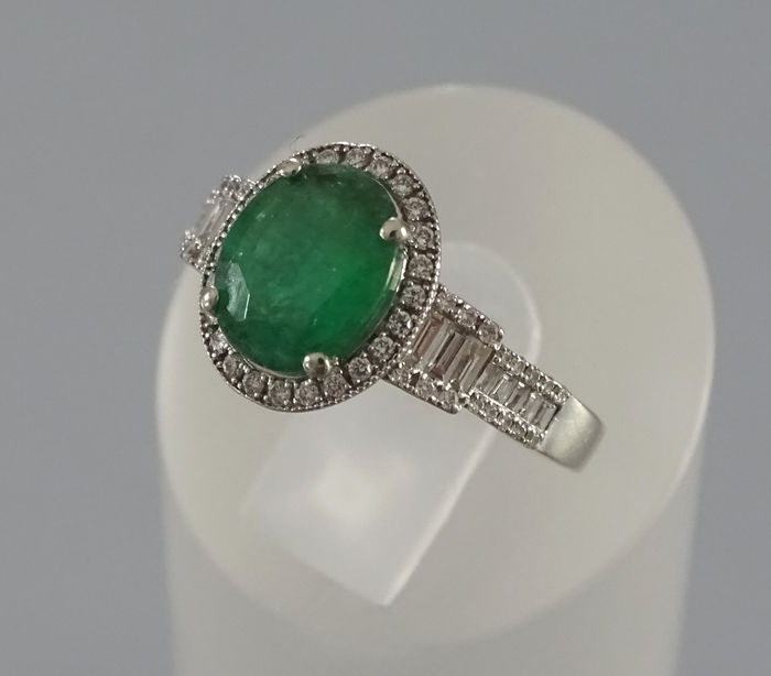 a white gold ring with emerald and 42 diamonds from