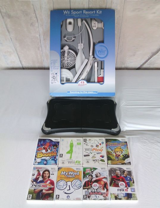 lot of 8 nintendo wii games accessories balance board sports pack sensor bar catawiki. Black Bedroom Furniture Sets. Home Design Ideas