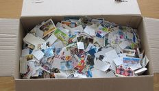 World - Batch of 17 000 stamps off paper in box