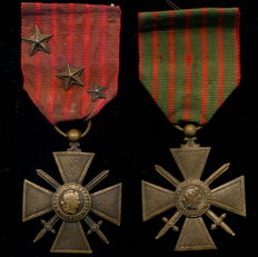 Frankreich. 1914 - 1916. 1. WK - Croix du Combattant (Combatant's Cross). Combatant's Cross with 3 stars + France 1914 - 1918. First World War Croix du Combattant (Combatant's Cross). Combatant's Cross 2 medals