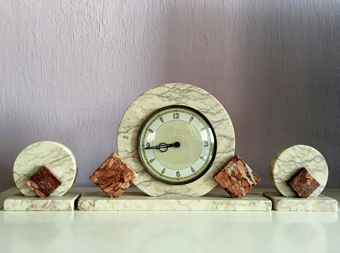 Art Deco Mantel Clock With Two Marble Decorative Pieces In