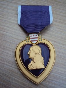 Very nice and hard to find original US medal: purple heart from the later years of the Vietnam War, 20th century