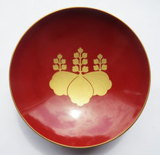 Japanese Sake Cup Imperial army in mint condition; with imperial Paulownia pattern - early 20th century.