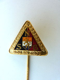 "NSB (National Socialist Movement in the Netherlands) - Five-year carrying sign ""Hou en Trou"" NSB pin. WWII"