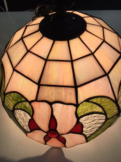 tiffany style hanging lamp with stained glass catawiki. Black Bedroom Furniture Sets. Home Design Ideas
