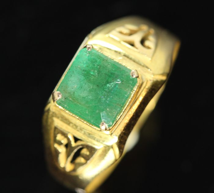 18k gold men s ring set with natural emerald approximately 3 ct no rese