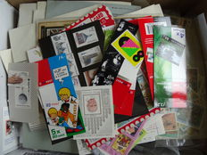World - Batch of approx. 25 000 stamps in box