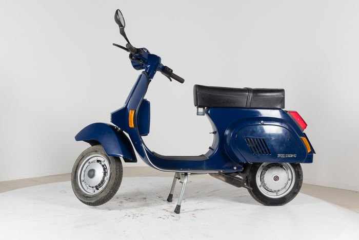 piaggio automatic vespa scooter pk v5a1t 50cc 1987. Black Bedroom Furniture Sets. Home Design Ideas