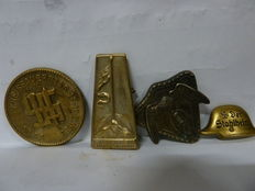 Militaria Military WWII Germany 3 pins, 1 medal