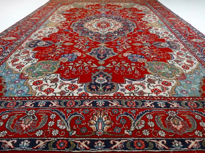 tapis persan tabriz rouge et pastel milieu du 20 me si cle catawiki. Black Bedroom Furniture Sets. Home Design Ideas