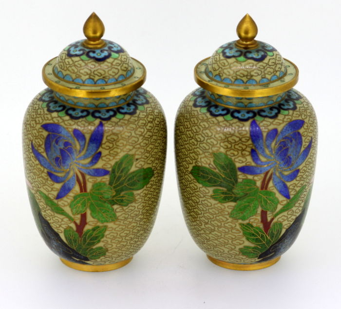 a pair of decorative chinese cloisonne vases catawiki. Black Bedroom Furniture Sets. Home Design Ideas