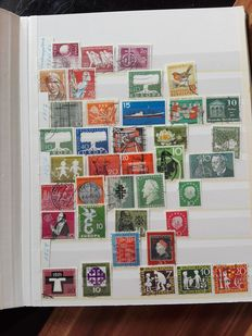 World - 11 Stamp Albums, Various Years, Countries and Motifs