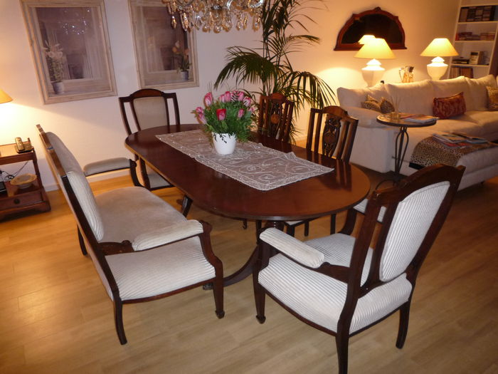 Dining table group for 8 people mahogany second half of for Salle a manger 8 places