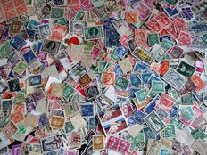 European countries - Batch thousands of stamps in plasitc storage box