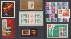 Soviet Union - Collection in 2 albums - 76 blocks and 625 stamps.