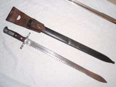 Swiss pioneer bayonet with scabbard holder