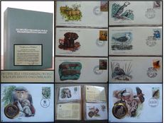 """Fauna - Topical collection """"World Wildlife"""" with covers and WWF-Numiscovers in albums"""
