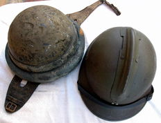 Lot of 2 helmets, WW2 - Adrian M26 Carpentier and Motorcyclist
