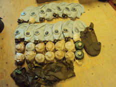Lot of 14 items: gasmasks never used cans, still sealed an packed with carrying bag - 20th century