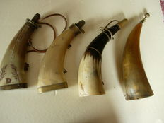 Superb lot 4 pears for powder in horn
