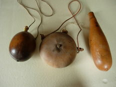 Superb lot 3 pears for powder in nuts and dried vine