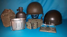 Lot with Dutch army items -Steelhelmet with interior – canteen with holster, belt and aluminium drink/cooking cup – combat goggles with case